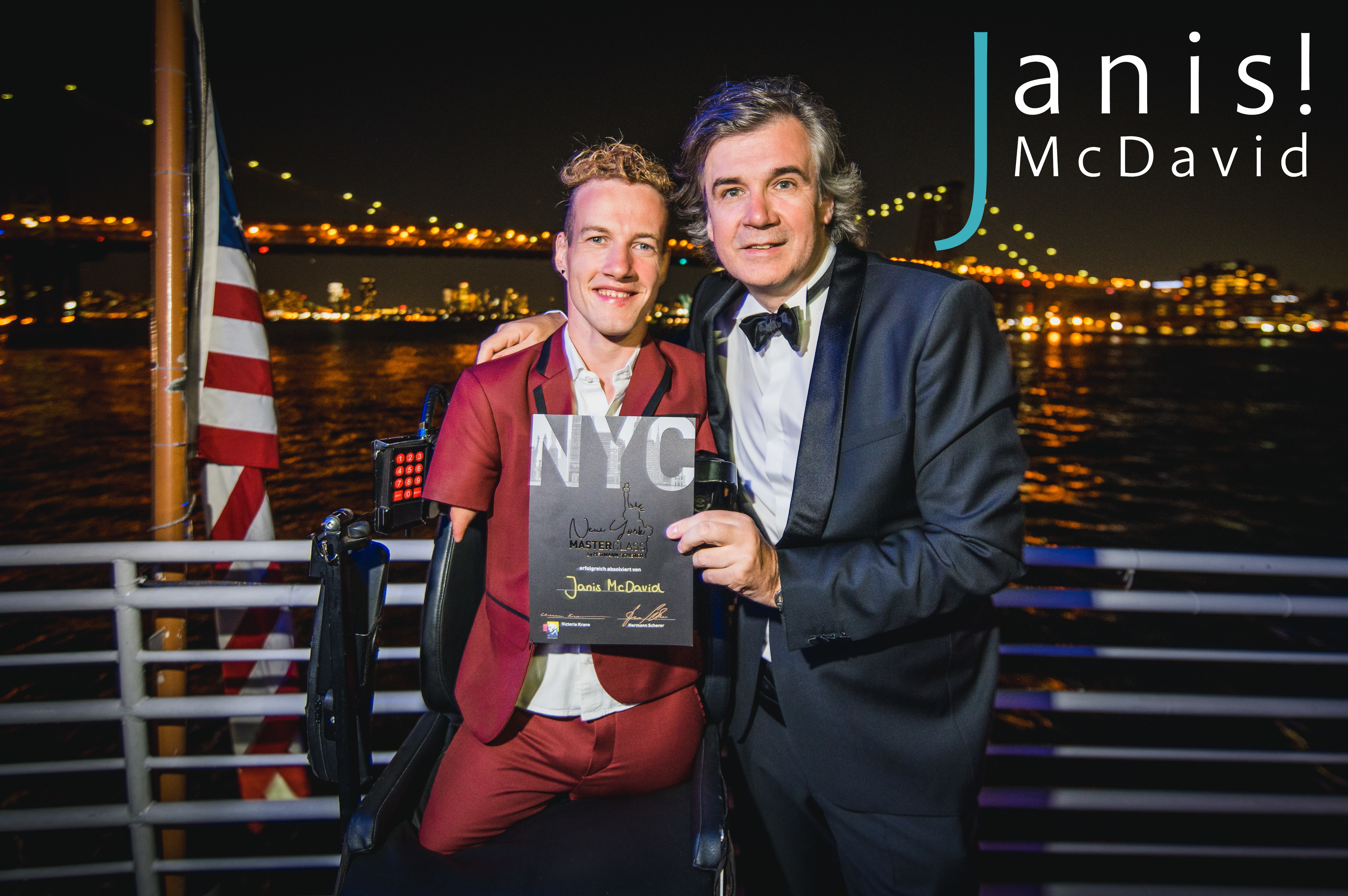 01.09.2019 Der Gewinner des Internationalen Speaker Slam 2018 schlägt wieder zu: Platz zwei für Janis McDavid in New York 2019 | Janis McDavid + Hermann Scherer | Foto: Patrick Reymann (Instagram: @momentesammler.pro)